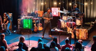 Red Wanting Blue Performs For Long Time Fans At The Castle Theatre