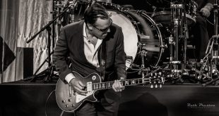Photo Gallery: Joe Bonamassa performing at the Taft Theatre, Cincinnati, Ohio on November 12, 2018